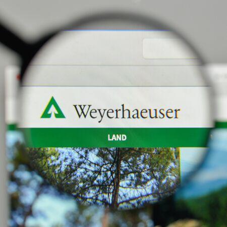 Milan, Italy - November 1, 2017: Weyerhaeuser logo on the website homepage. Sajtókép