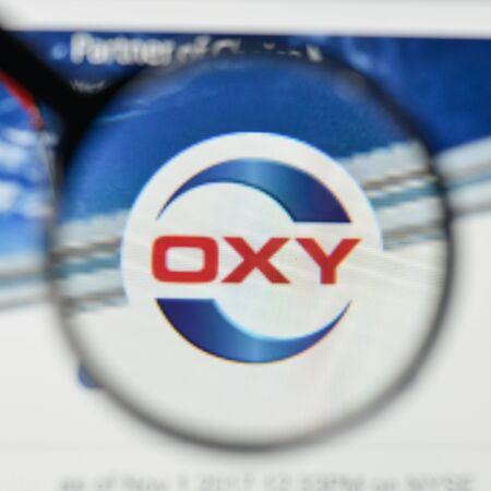 밀라노, 이탈리아 -2011 년 11 월 1 일 : 웹 사이트 홈페이지에 Occidental 석유 로고. 에디토리얼