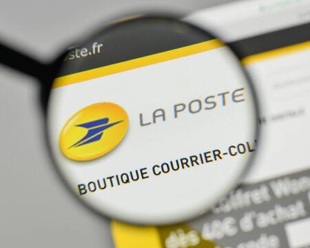 Milan, Italy - November 1, 2017: La Poste logo on the website homepage. Editoriali