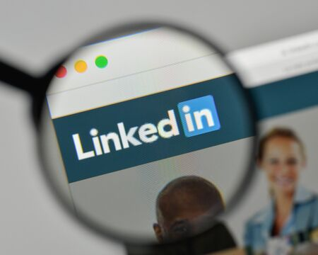 Milan, Italy - November 1, 2017: Linkedin logo on the website homepage. Éditoriale