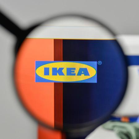 Milaan, Italië - 1 november 2017: IKEA-logo op de startpagina van de website.