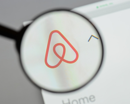 Milan, Italy - August 10, 2017: Airbnb website homepage. It is an online marketplace and hospitality service. Airbnb logo visible. Éditoriale