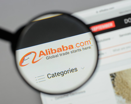 Milan, Italy - August 10, 2017: Alibaba website homepage. It is a Chinese e-commerce company. Alibaba logo visible. 版權商用圖片 - 93351234