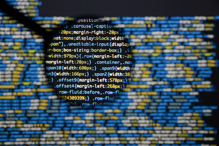 Image de code à code réel du travail. programmation abstraite. concept de paiement de haute technologie . graphique de la matrice de cryptage sous le taux de diminution Banque d'images - 91306284