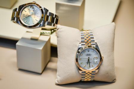 ミラノ、イタリア - 9月 24, 2017: ロレックスは、ミラノの店で時計.ファッションウィークロレックスショッピング