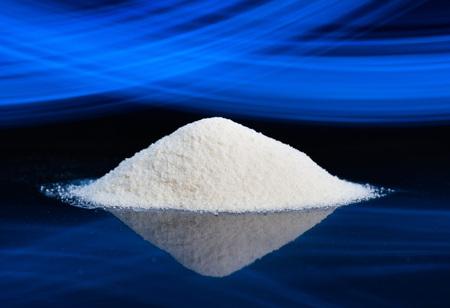 Suchy proszek chemiczny. Może to być naturalny ekstrakt chemiczny lub produkt chemii przemysłowej.