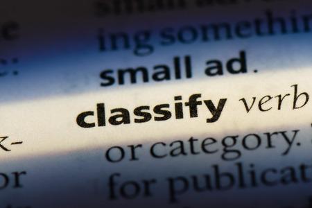 classer le mot dans un dictionnaire. classer le concept.