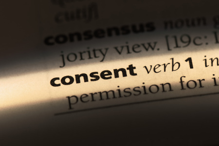 consent word in a dictionary. consent concept Foto de archivo