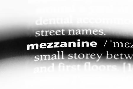 mezzanine word in a dictionary. mezzanine concept. Archivio Fotografico - 107380620