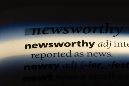 newsworthy word in a dictionary. newsworthy concept. Banco de Imagens