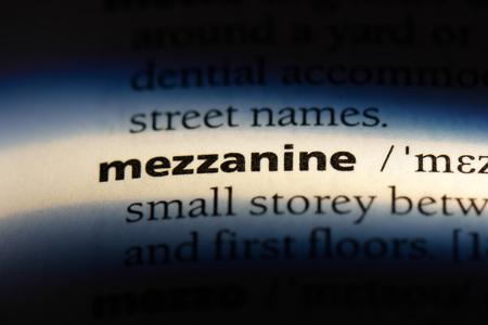 mezzanine word in a dictionary. mezzanine concept. Archivio Fotografico - 107460533