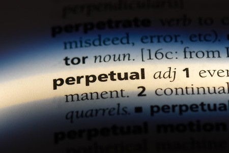 perpetual word in a dictionary. perpetual concept. 版權商用圖片 - 107466619