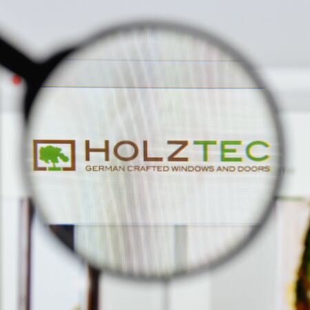 Milan, Italy - August 20, 2018: H & D HolzTec website homepage. H & D HolzTec logo visible. 報道画像