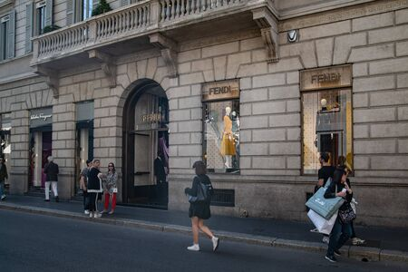 Milan, Italy – September 21, 2019: Fendi store in Milan. Montenapoleone area. Fashion week shopping 新聞圖片