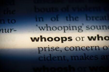 gritos de palabra en un diccionario. concepto de whoops, definición.