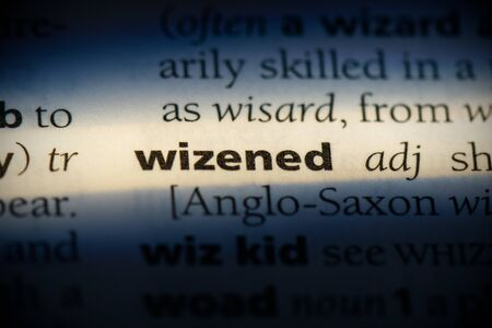 wizened word in a dictionary. wizened concept, definition. Banco de Imagens