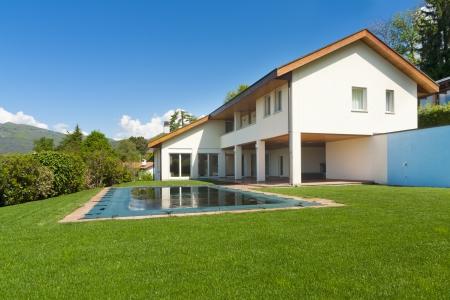 swimming pool home: Single Family home