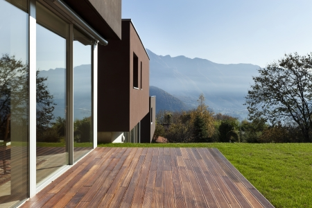 patio deck: bella casa moderna con giardino, esterno Archivio Fotografico