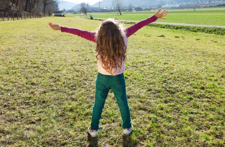 back up: child in the countryside