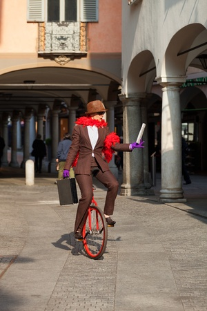interrupted: woman through the city with the unicycle to go to work