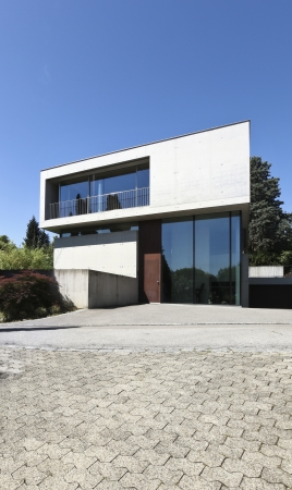 Beton: entrance of a modern house in beton