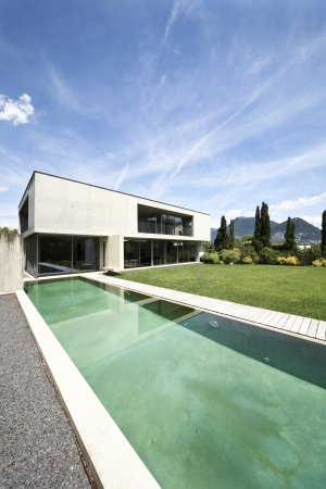 modern house and pool, exterior Stock Photo - 21018601