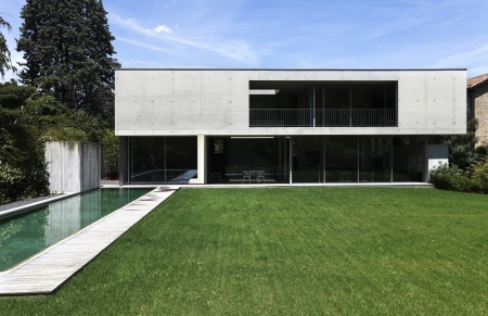 outdoor, modern huis met zwembad Stockfoto