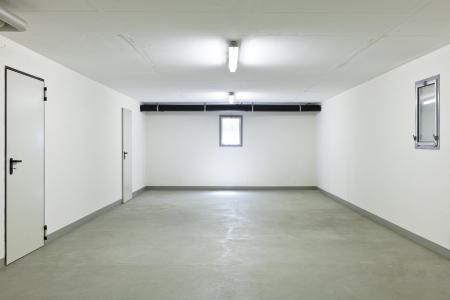 garage van een huis zonder auto Stockfoto