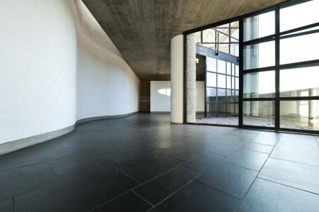 Interno villa moderna, passaggio e soggiorno Archivio Fotografico - 24096042