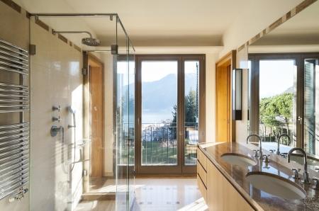 modern interieur: nieuw appartement, interieur, detail badkamer Stockfoto
