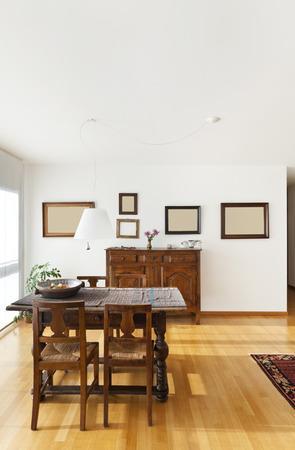 mooi appartement interieur, etnische meubels Stockfoto