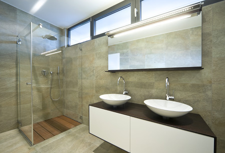 インテリアのモダンな家、浴室