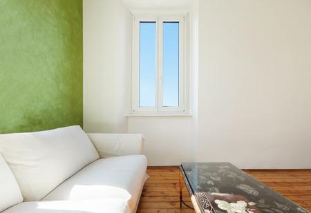 divan: casa interior, vista de la sala de estar, div�n blanco, detalle