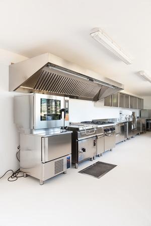 Cucina professionale in nuova costruzione Archivio Fotografico - 26876013