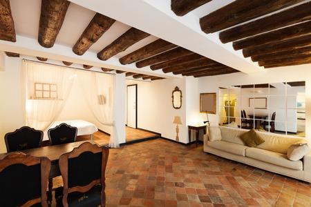 Bel appartement classique, intérieur, sol en terre cuite Banque d'images