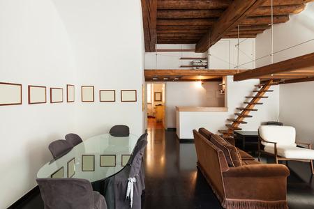 Interni, splendido loft, soggiorno camera con vista