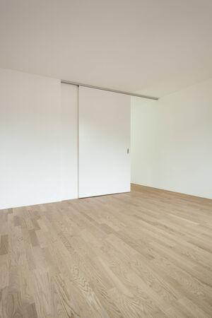 인테리어 새 집, 슬라이딩 도어가있는 빈 방