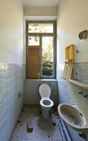 squalor: abandoned house, old toilet