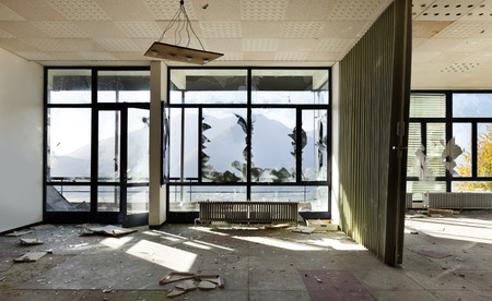 many windows: abandoned building, many windows