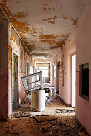 ransack: long corridor of old destroyed house, interior