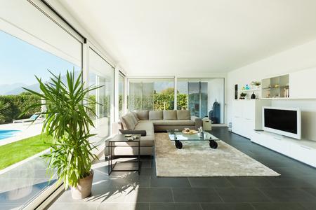 Villa moderne, intérieur, belle pièce à vivre