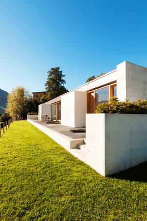 schöne, moderne Haus im Kleber, Blick aus dem Garten