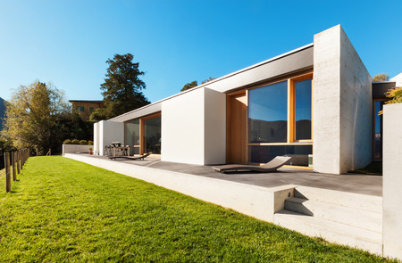 empty house: beautiful modern house in cement, view from the garden