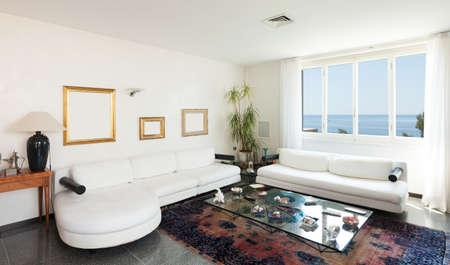 divan: Villa Interiores Foto de archivo