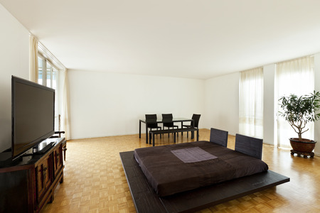 duplex: Bright duplex with hardwood floors, large room with double bed