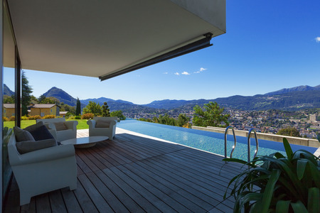 terrace house: Modern house with infinity pool in exterior
