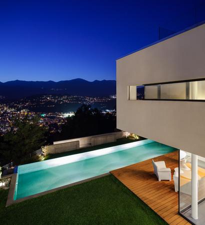 Beautiful Modernes Haus Mit Pool Und Garten Contemporary - Milbank ...