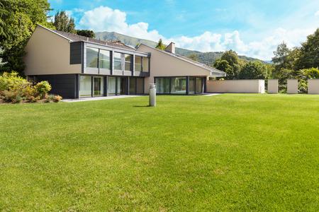 hermosa villa moderna con jardín, externo
