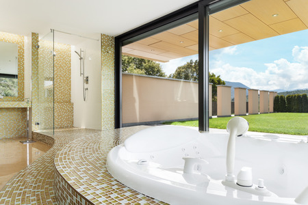 jacuzzi: beautiful room with jacuzzi, window overlooking the garden Stock Photo