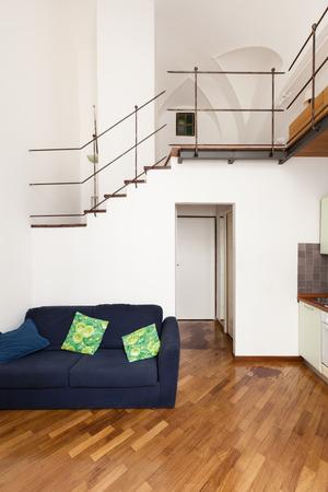 divan: casa interior, agradable sala de estar, div�n azul